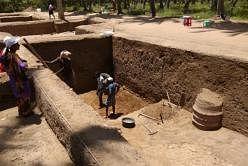 கீழடியில் 3,000 ஆண்டு பழமையான தங்க நகைகள்