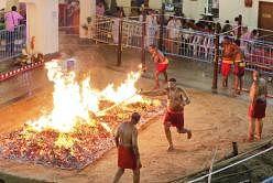 இவ்வாண்டின் தீமிதி வைபவம் நவம்பர் 1ஆம் தேதி நடைபெறும்.  படம்: தமிழ் முரசு
