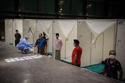 துவாஸ் சவுத் மனமகிழ் மன்றத்தில் கொவிட்-19 நோயாளிகளுக்கு தினமும் பரிசோதனைகள் செய்யப்படுகின்றன. படம்: ஸ்ட்ரெய்ட்ஸ் டைம்ஸ்