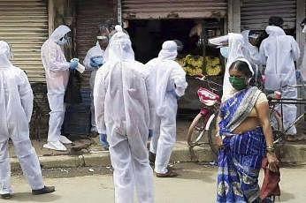 அதிகபட்சமாக மகாராஷ்டிராவில் 1,80,298 பேருக்கு தொற்று இருப்பது உறுதி செய்யப்பட்டுள்ளது. தமிழகத்தில் 94,049 பேருக்கும் டெல்லியில் 89,802 பேருக்கும் தொற்று பரவியிருப்பது உறுதியாகி உள்ளது.