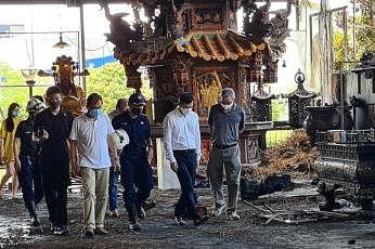 செம்பவாங் குழுத்தொகுதியின் நாடாளுமன்ற உறுப்பினர்களான திரு ஓங் யி காங், டாக்டர் லிம் வீ கியக் ஆகியோர் இன்று கோயிலைப் பார்வையிட்டனர்.