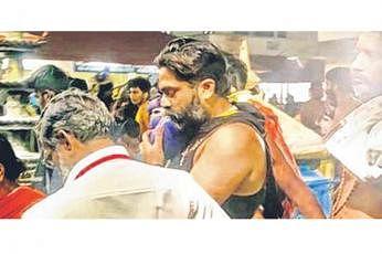 டிகர் சிம்பு நாற்பது நாட்கள் விரதம் இருந்து சபரி மலைக்குச் சென்றுள்ளார். படம்: ஊடகம்