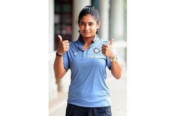 இந்தப் போட்டியில் 36 ஓட்டங்கள் எடுத்து மித்தாலி ராஜ் ஆட்டமிழந்தாலும், அவர் 10,000 ஓட்டங்கள் எடுத்த சாதனை புரிந்ததைப் பலரும் பாராட்டி வருகின்றனர். படம்: இந்திய ஊடகம்