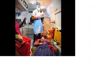 வெளியில் சிங்கங்களின் கர்ஜனைக்கு நடுவே, வாகனத்துக்குள் அழகிய பெண் குழந்தையை ஈன்றார் அஃப்சானா. நன்றி: டைம்ஸ் ஆஃப் இந்தியா