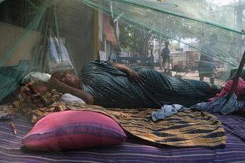 இந்தியாவில் ஊரடங்கு காரணமாக வெளியில் எங்கும் செல்லாமல் வசிப்பிடத்திலேயே தங்க வேண்டிய நிலை சென்னைவாசிகளுக்கும் உள்ளது.படம்: ஏஎஃப்பி