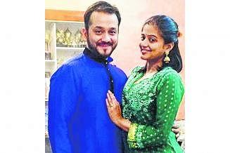 கணவர் முஸ்தபா ராஜுவுடன் நடிகை பிரியாமணி.