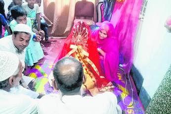 இளம் ஜோடியை மணவாழ்வில் இணைத்த மெய்நிகர் தளம்